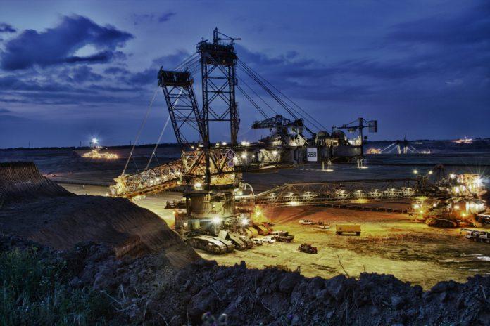 Mit heute verkündetem Urteil hat das Verwaltungsgericht Köln die Klage des BUND NRW e.V. gegen die Fortführung des Braunkohlentagebaus Hambach durch die RWE Power AG abgewiesen. Gegenstand des Verfahrens waren die Zulassungen des Hauptbetriebsplans bis 2017 und des 3. Rahmenbetriebsplans bis 2030 mit zwei Bescheiden von Ende 2014 durch das Land Nordrhein-Westfalen.