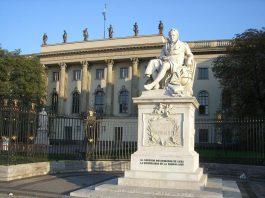 Wer im Archiv der Humboldt-Universität zu Berlin (HU) recherchieren will, kann ab jetzt von zuhause oder unterwegs prüfen, was man dort zu Personen wie Friedrich Carl von Savigny, Lise Meitner oder Robert Koch an Akten und Dokumenten finden kann.