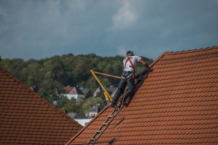 Der Beruf des Dachdeckers und seine Hilfsmittel